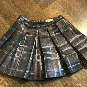 BURBERRY BLACK/SILVER/GREY PLEATED SKIRT, 6